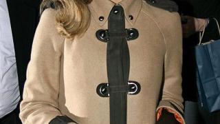 Джесика Алба научи цигулка за нов хорър филм