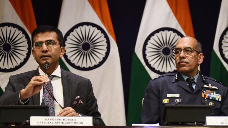 Индия очаква незабавно връщане на пилота, заловен в Пакистан
