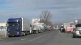 200 български коли блокирани среднощно в Гърция