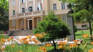 2.8 млн. лв. за училищата от спрените помощи за отсъствия на учениците