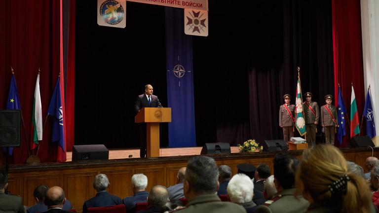 Президентът: Превъоръжаването на Сухопътни войски да е на ново технологично ниво
