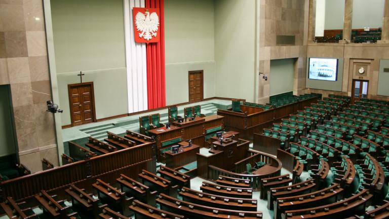 Полша повишава военните си разходи заради заплахата от Русия
