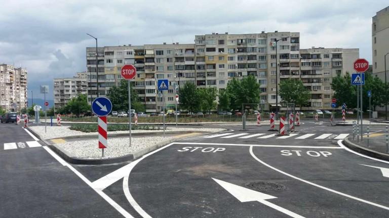 Пускат движението по новоизградения около 0.650 м бул.