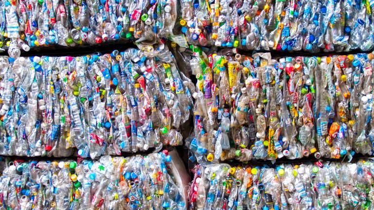 Голямо количество загробен боклук с неясен произход е открит в