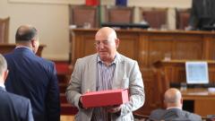 С искане на министерска оставка и подаръци започна сесията си парламентът