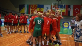 Младите волейболисти вдигнаха балканската купа