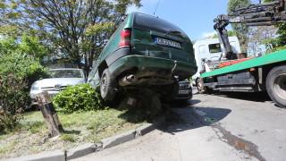 Грешка на шофьора причинила верижната катастрофа с автобус в София