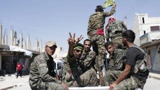 Франция призна: Водената от САЩ коалиция е пуснала джихадистите да избягат от Ракка