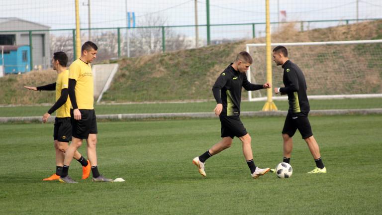 Ботев (Пд) и Локомотив (Сф) играят контрола в паузата за националните отбори