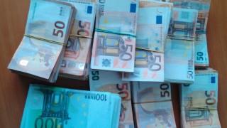 Митничари откриха 250 000 недекларирани евро в камион с цветя