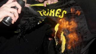 Торес: Не съм целувал емблемата на Ливърпул