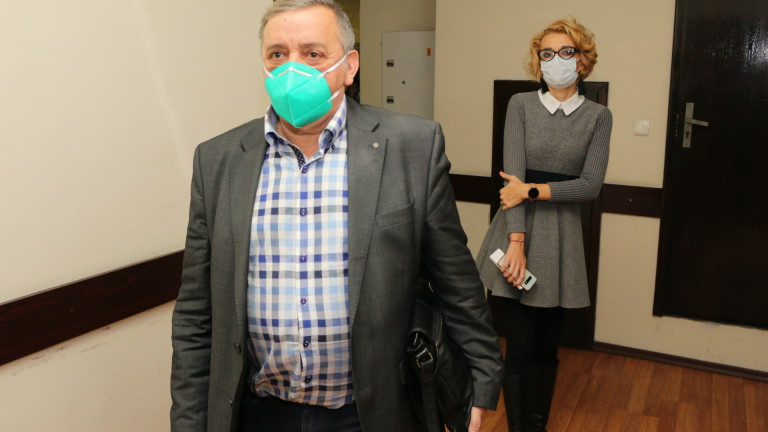 Проф. Тодор Кантарджиев: Маските не спасяват на 100%, но ограничават шанса от зараза