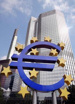 Еврозоната не може да съществува в настоящия си вид, убеден френски министър