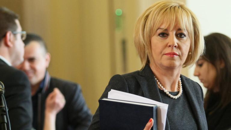 Депутатите се разсейват за референдума, подсеща Мая Манолова