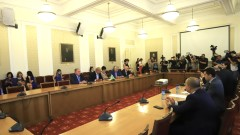 Добромир Живков: БСП и вероятно ГЕРБ или ДПС ще решат съдбата на кабинета