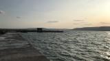 Издирват две деца в морето край Варна