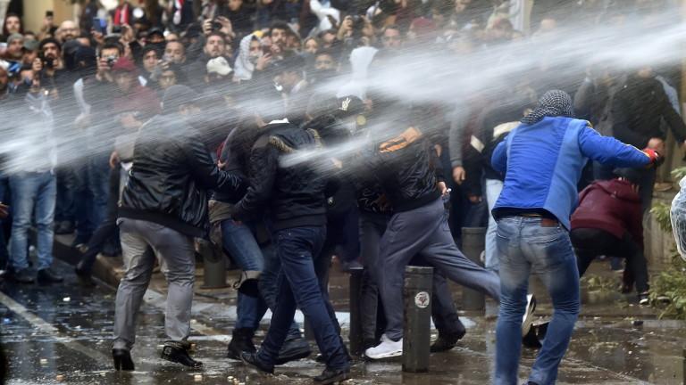 Около 230 души са били ранени на протестите в ливанската