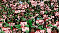 Близо 1 млн. корейци протестират с искане за оставка на президента