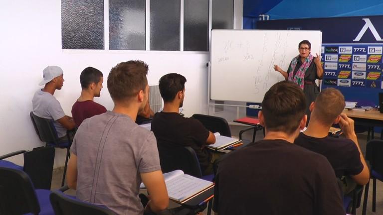 Чуждестранните футболисти в Левски проведоха своя първи урок по български