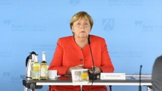 Коронавирус: Меркел изключи разхлабване на ограничителни мерки