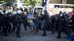 В Хамбург водните оръдия пак влязоха в употреба, срещата на Г-20 започна