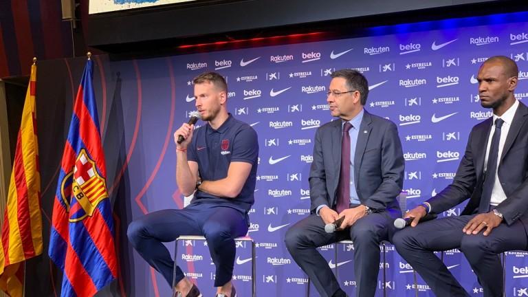 Барселона представи второто си ново попълнение това лято. За 4