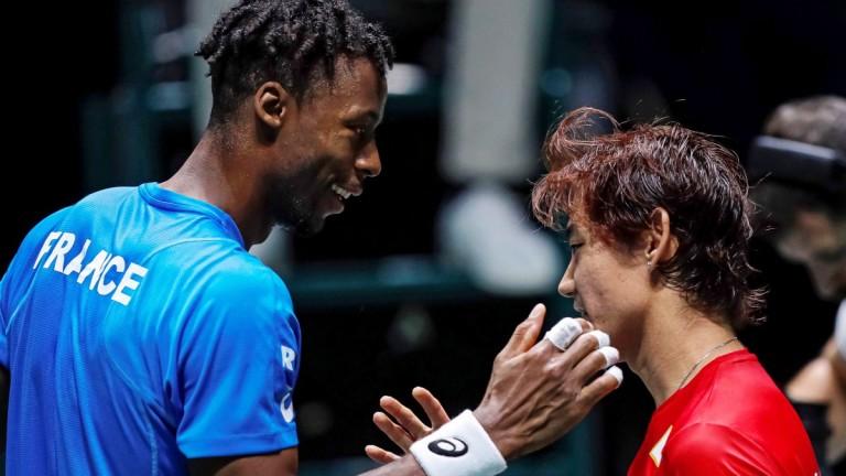 Франция стартира с труден успех над Япония за Купа Дейвис