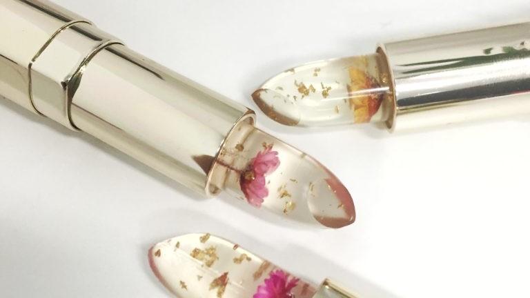 Тенденция назаем: червило с цвете