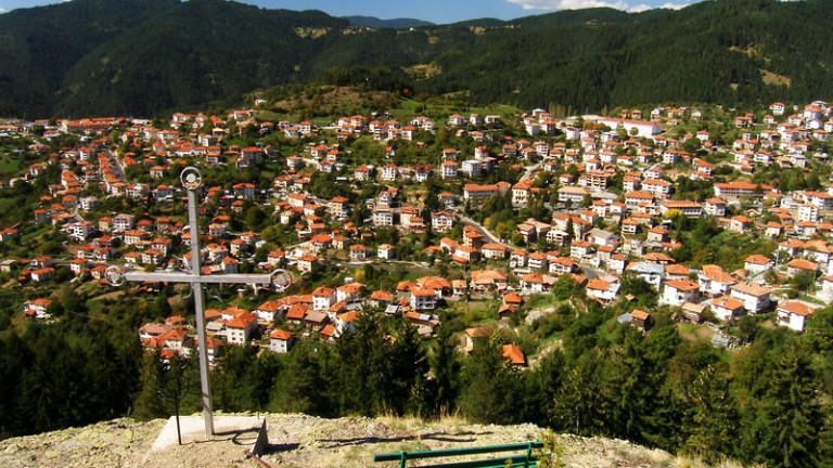 Всяка събота и неделя в родопското село Момчиловци идват безброй