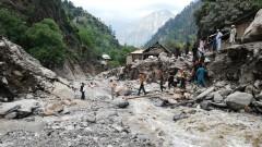 Стотици загинали заради бедствия в Южна Азия