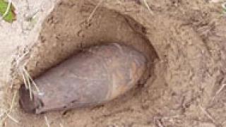 Мъж попадна на корозирала авиационна бомба в Добричко