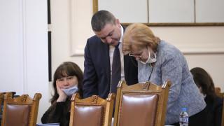Държавата поема осигуровките в схемата 60/40