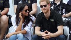 Принц Хари и Меган Маркъл за ръка пред фотографите