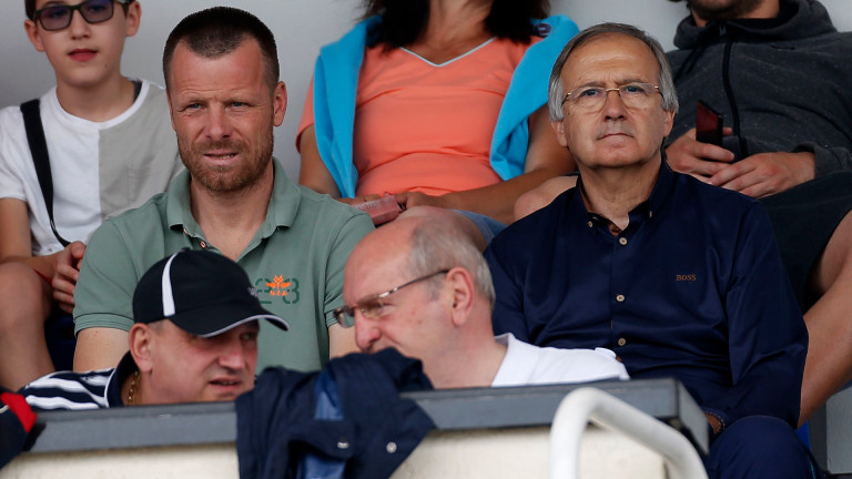 Националният селекционер Георги Дерменджиев е на трибуните, за да наблюдава изявите на българските играчи от двата гранда.