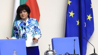 Караянчева гони духовете от миналото в новия дом на депутатите