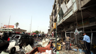 Две коли бомби убиха 14 души в Багдад