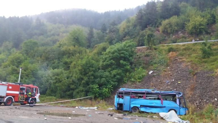 Шофьорът на буса, катастрофирал край Своге, не помни инцидента
