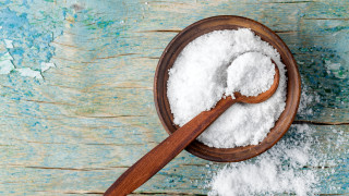 Как да почистим кухнята си само със сол