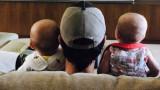 Енрике Иглесиас се забавлява с близнаците