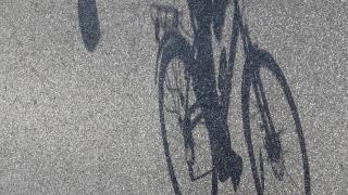 Съдят велосипедист, спретнал гонка с униформени и ударил полицай