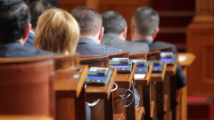 На извънредно заседание депутатите подхванаха съдебния закон