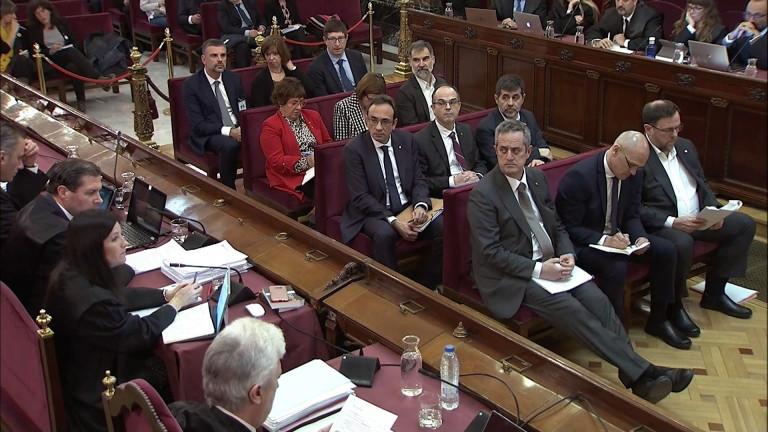 """Испански прокурор обвини каталунските сепаратисти в използване на """"човешки щитове"""""""