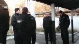 Служителите на затворите остават в стачна готовност