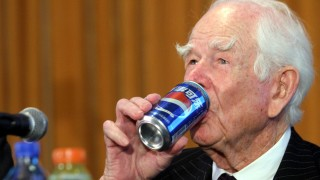 Почина Доналд Кендал - човекът, вкарал Pepsi в СССР