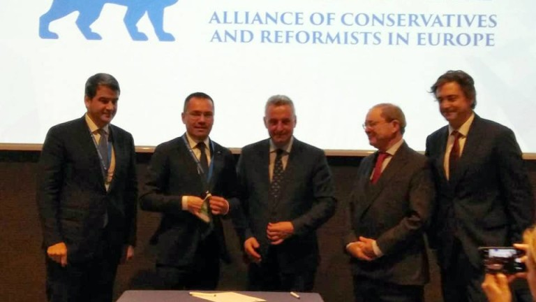 ВМРО стана член на Алианса на европейските консерватори и реформисти.