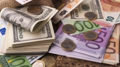 Еврото и паундът отстъпват пред растящия долар