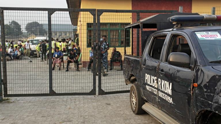 Най-малко 20 души са били убити от въоръжени банди в