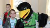Ива Уорън и футболистите на Пирин зарадваха болни дечица в Благоевград