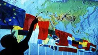 ЕС и САЩ постигат временно съглашение за информацията за пътниците