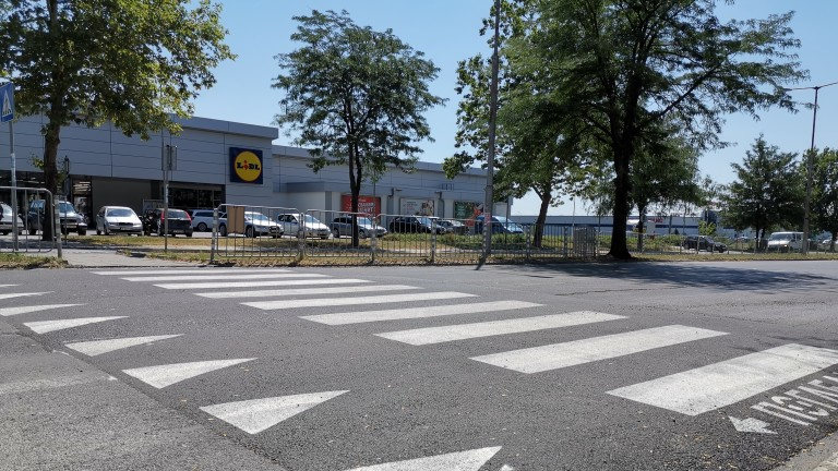След сигнали на граждани Община Ямбол изгради две нови повдигнати пешеходни пътеки